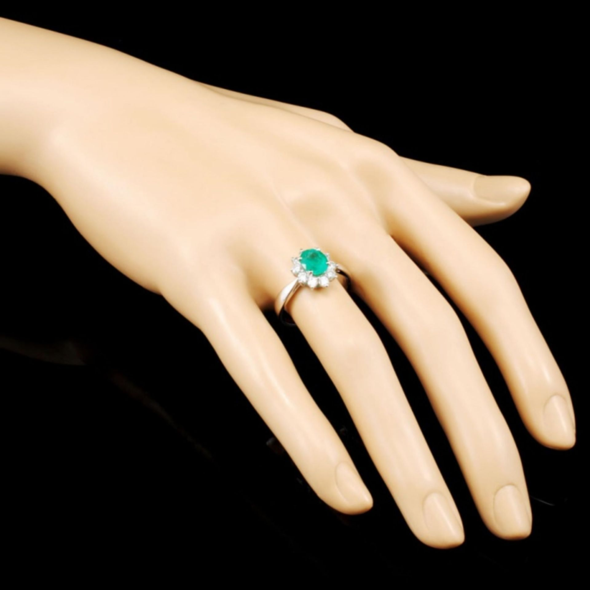 18K Gold 1.01ct Emerald & 0.57ctw Diamond Ring - Image 3 of 5