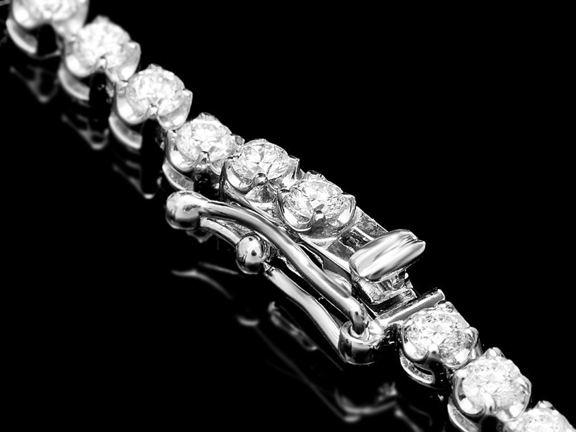 18k White Gold 7.00ct Diamond Necklace - Image 2 of 3