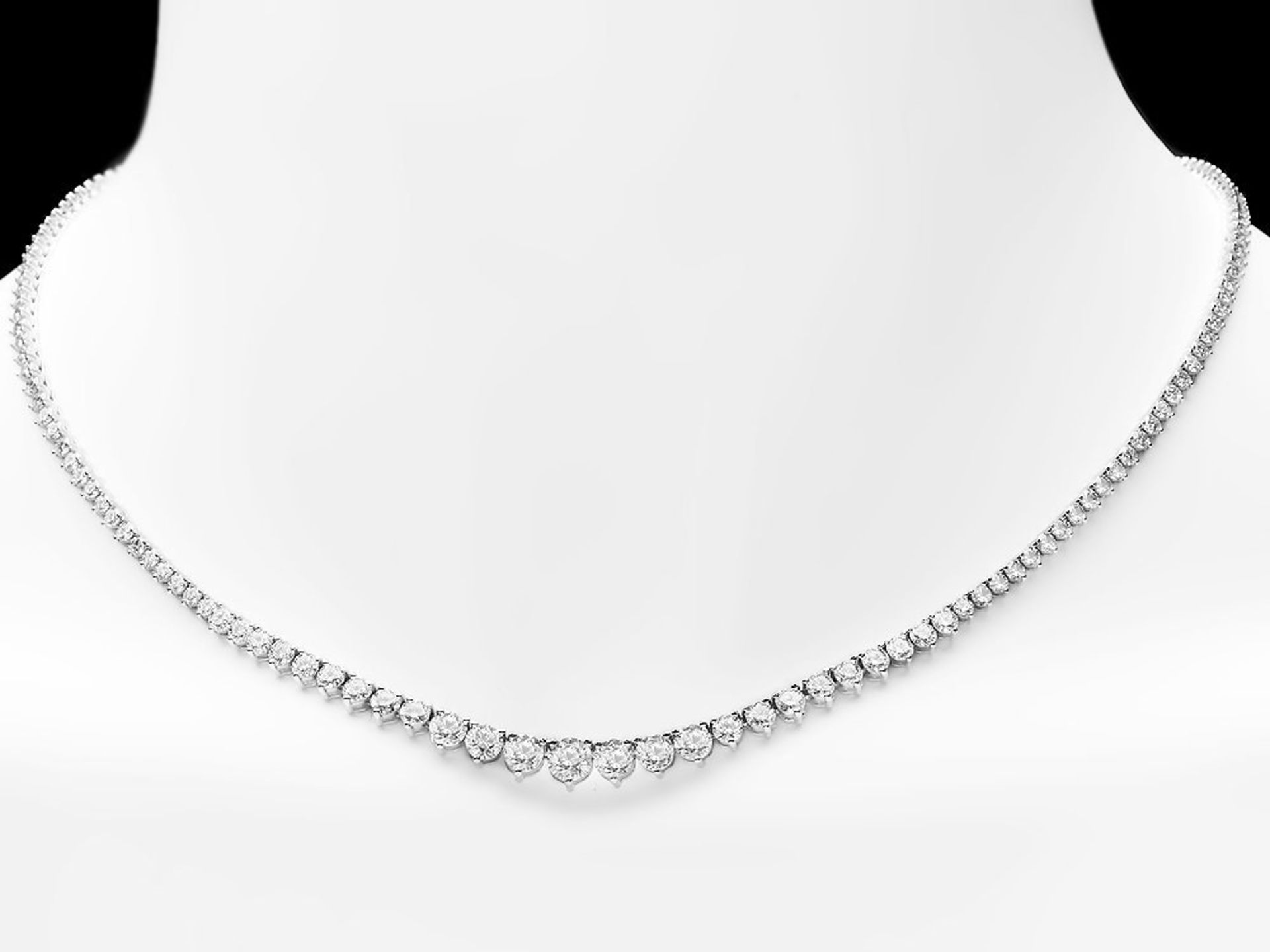 18k White Gold 9.00ct Diamond Necklace - Image 3 of 4