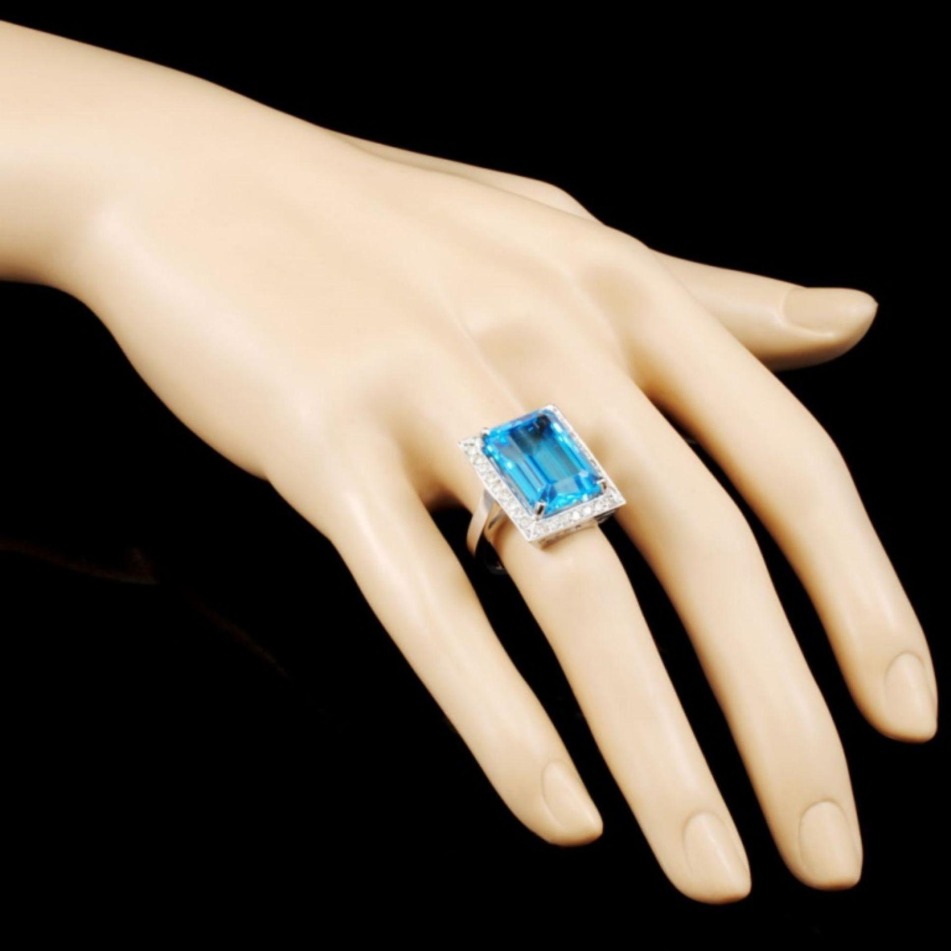 18K Gold 13.96ct Topaz & 0.52ctw Diamond Ring - Image 3 of 4