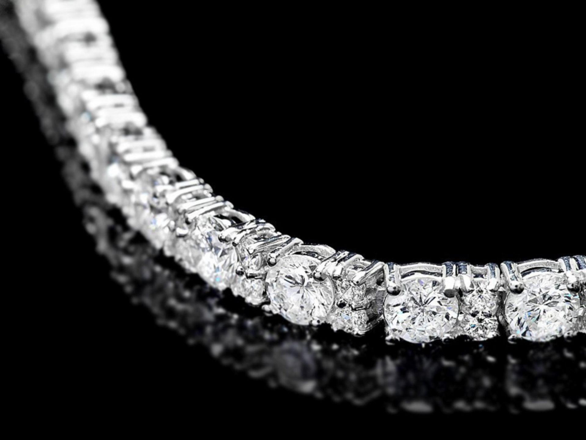 ^18k White Gold 9.00ct Diamond Bracelet - Image 2 of 4