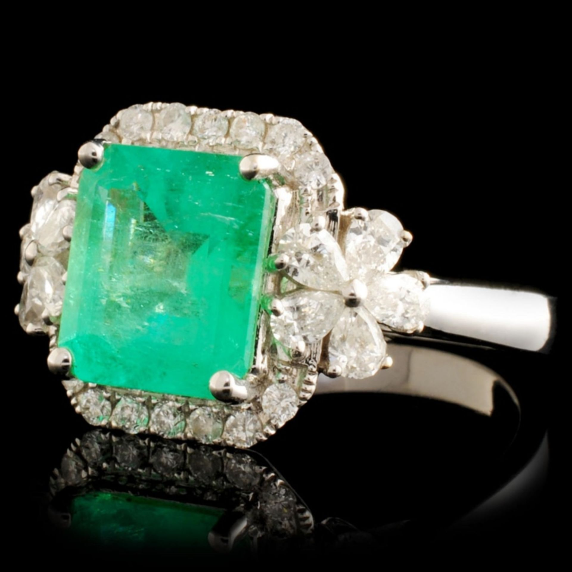 18K Gold 2.60ct Emerald & 0.77ctw Diamond Ring - Image 2 of 5