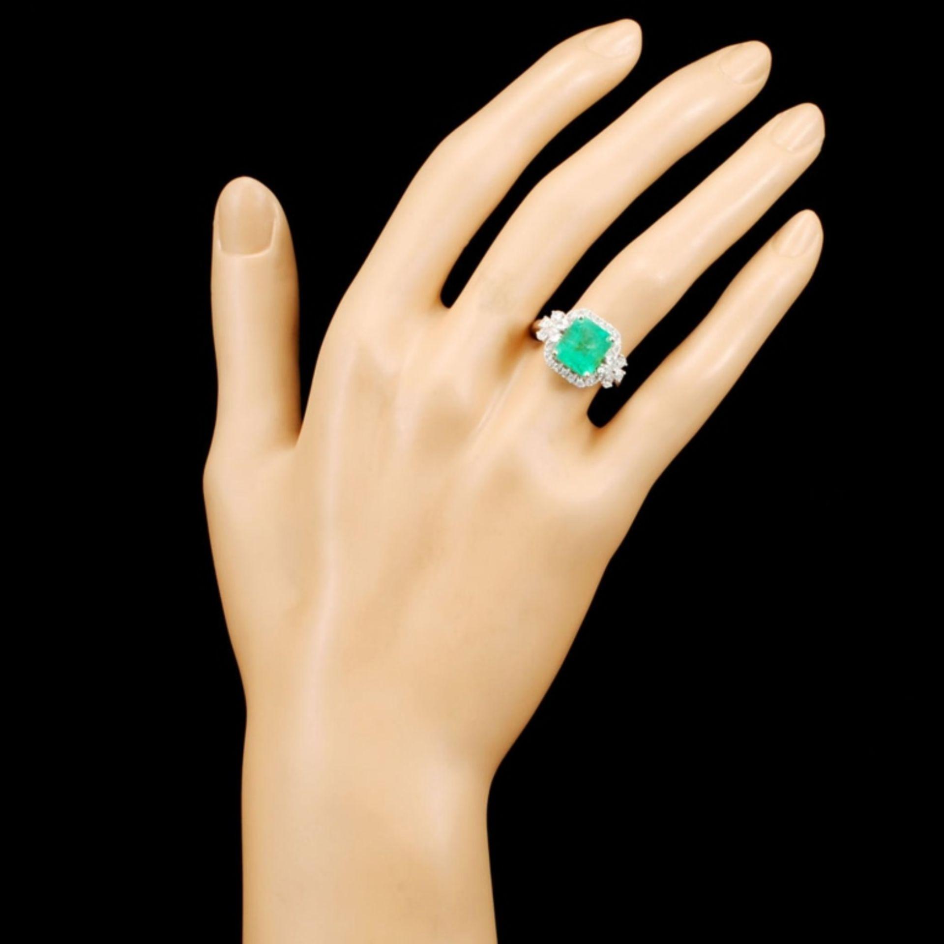 18K Gold 2.60ct Emerald & 0.77ctw Diamond Ring - Image 4 of 5