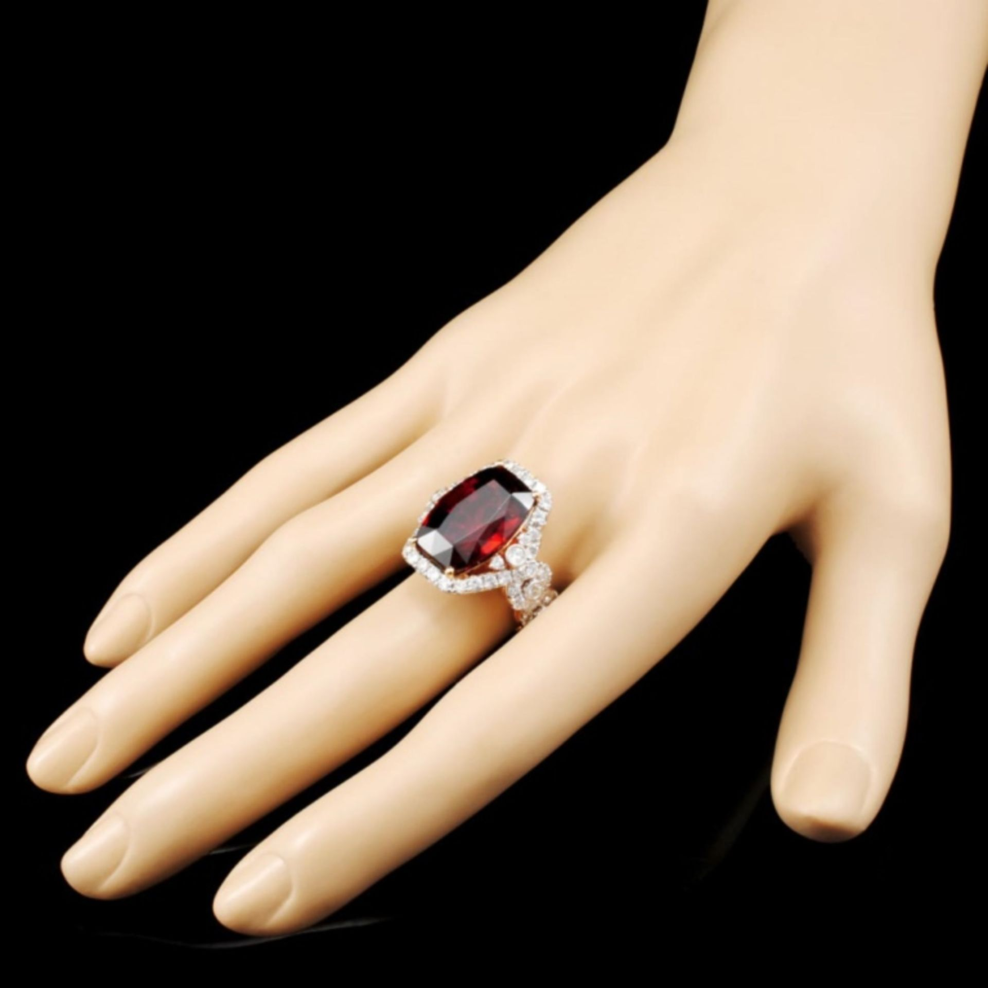 18K Gold 16.46ct Garnet & 1.81ctw Diamond Ring - Image 3 of 5