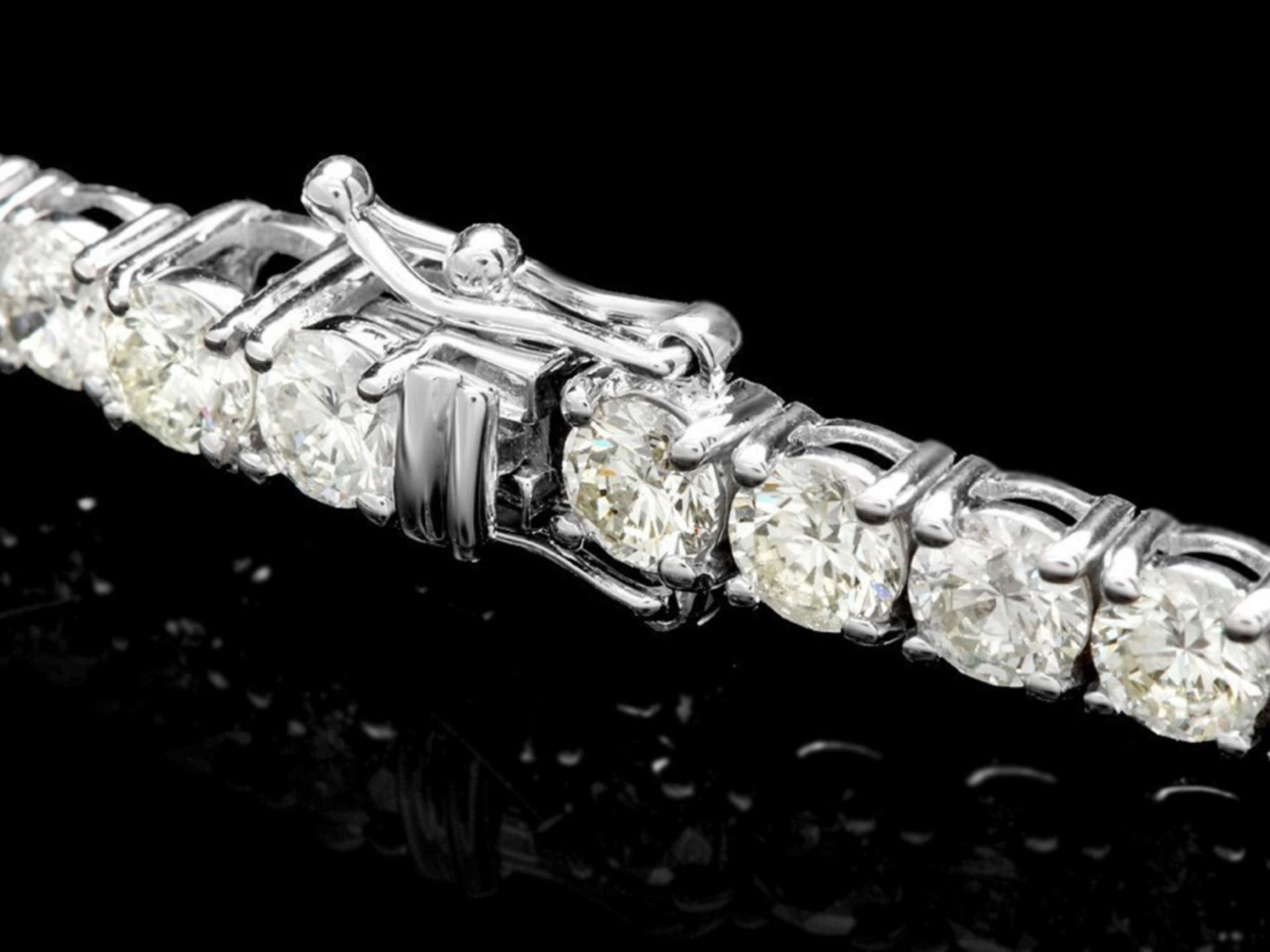 ^18k White Gold 12.00ct Diamond Tennis Bracelet - Image 2 of 4