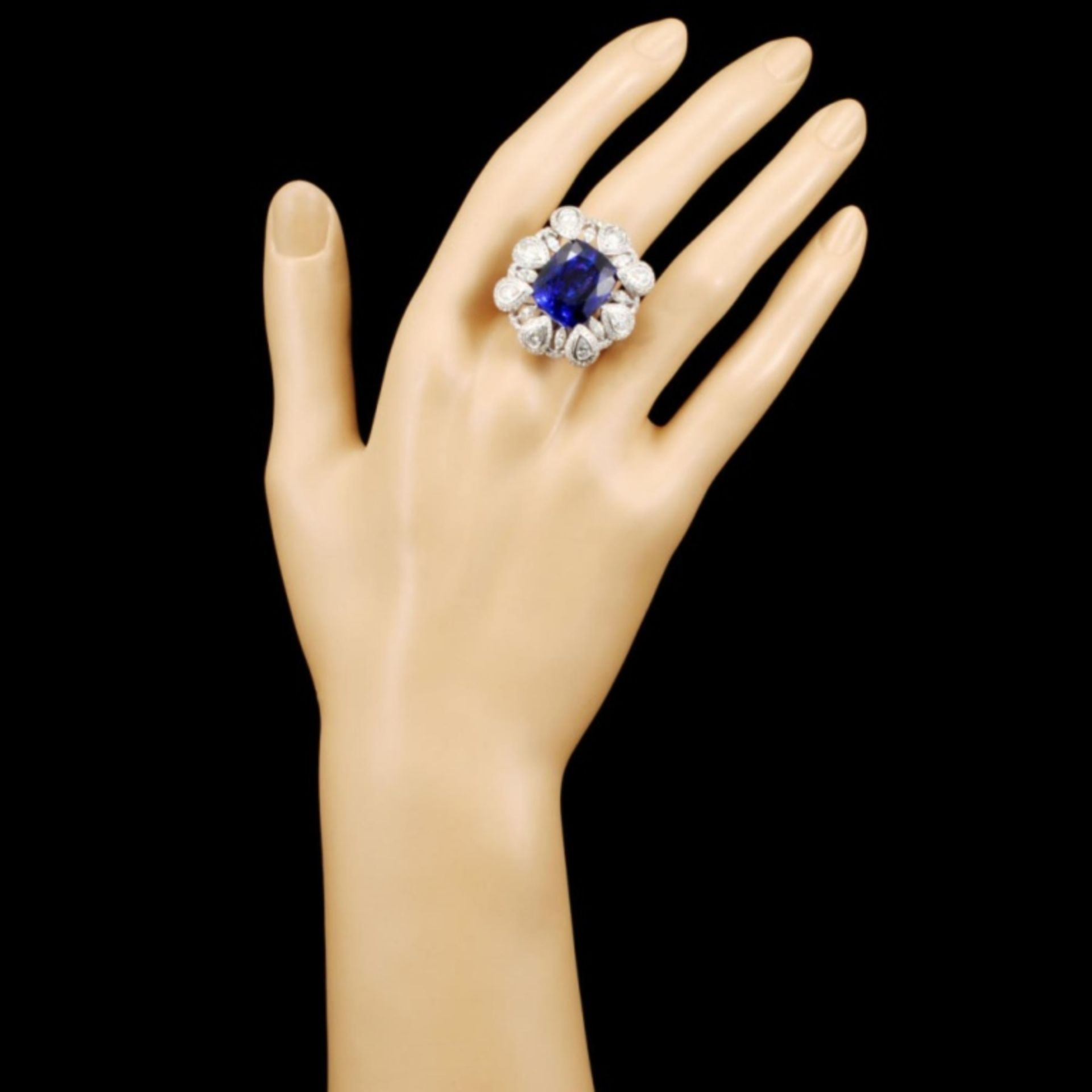 18K Gold 17.56ct Tanzanite & 3.50ctw Diamond Ring - Image 4 of 5