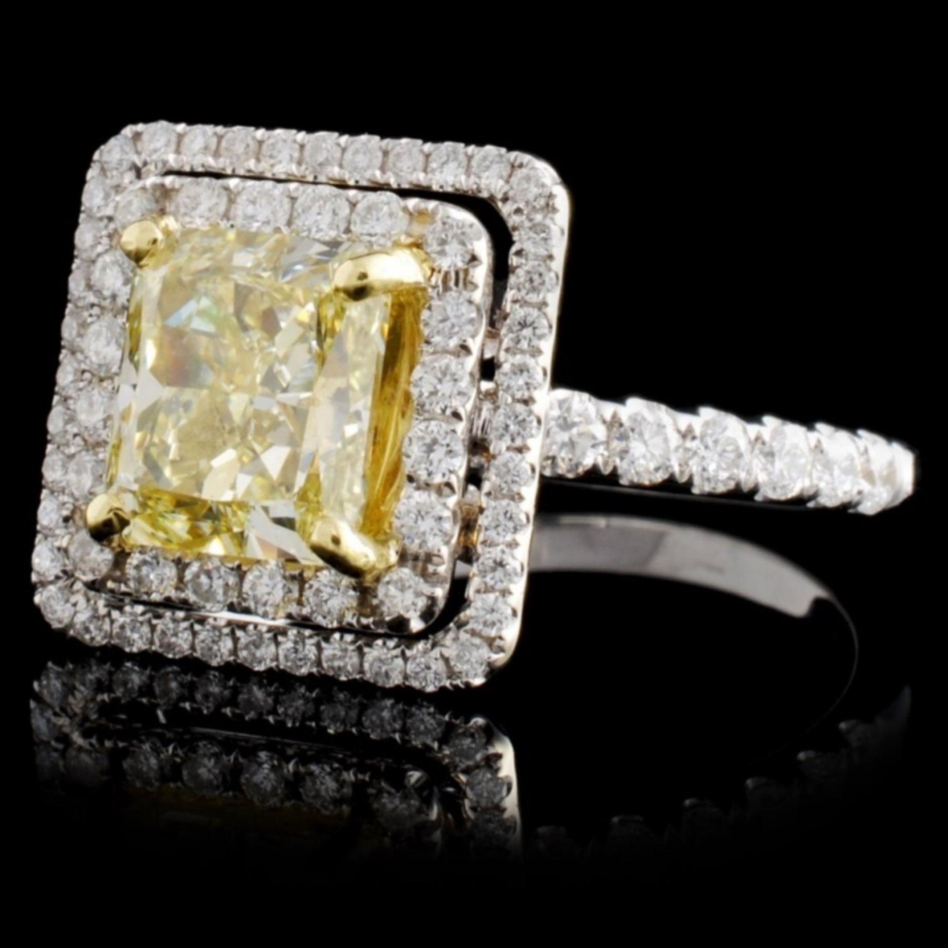 18K White Gold 2.57ctw Fancy Diamond Ring - Image 2 of 3