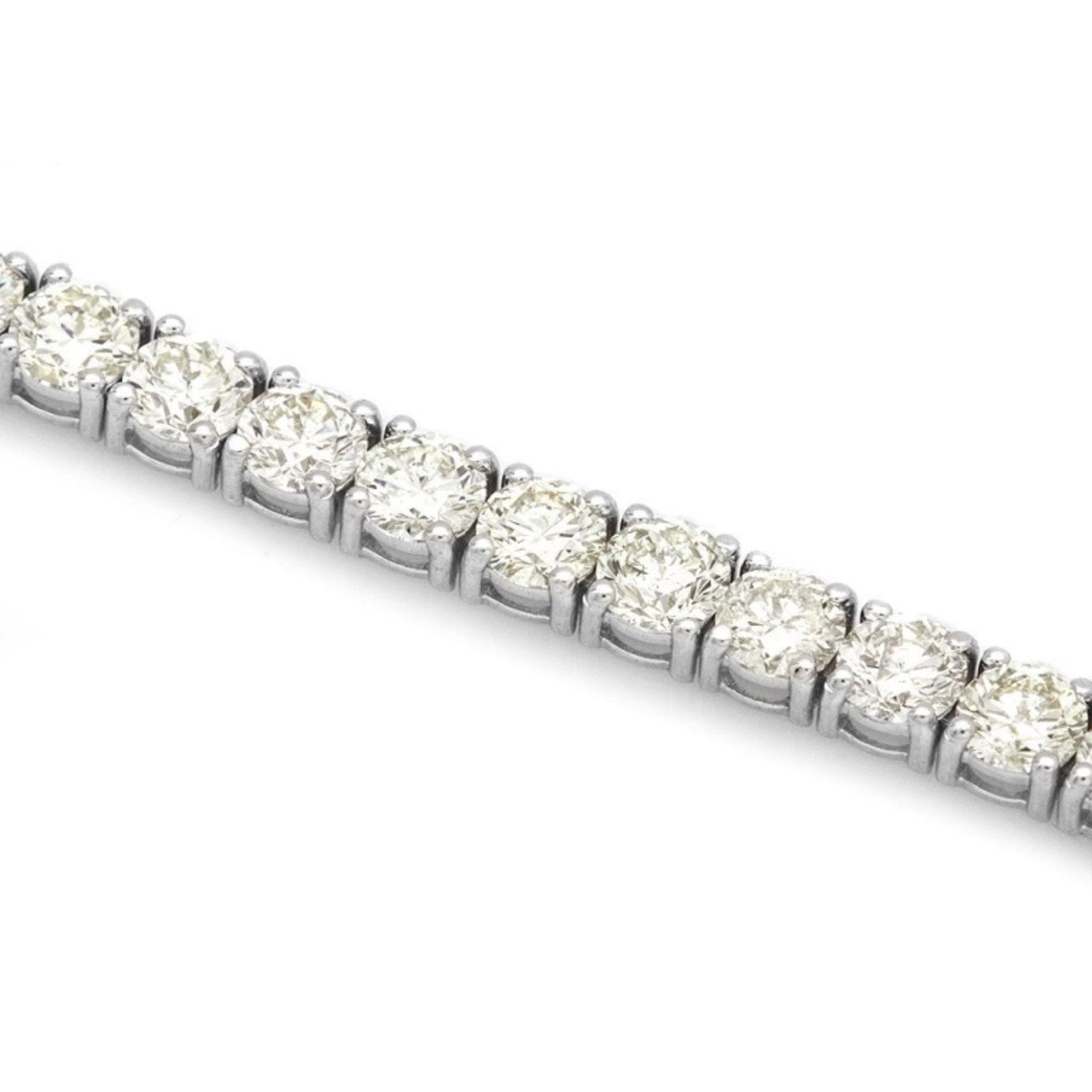 18k White Gold 12.00ct Diamond Tennis Bracelet - Image 3 of 4