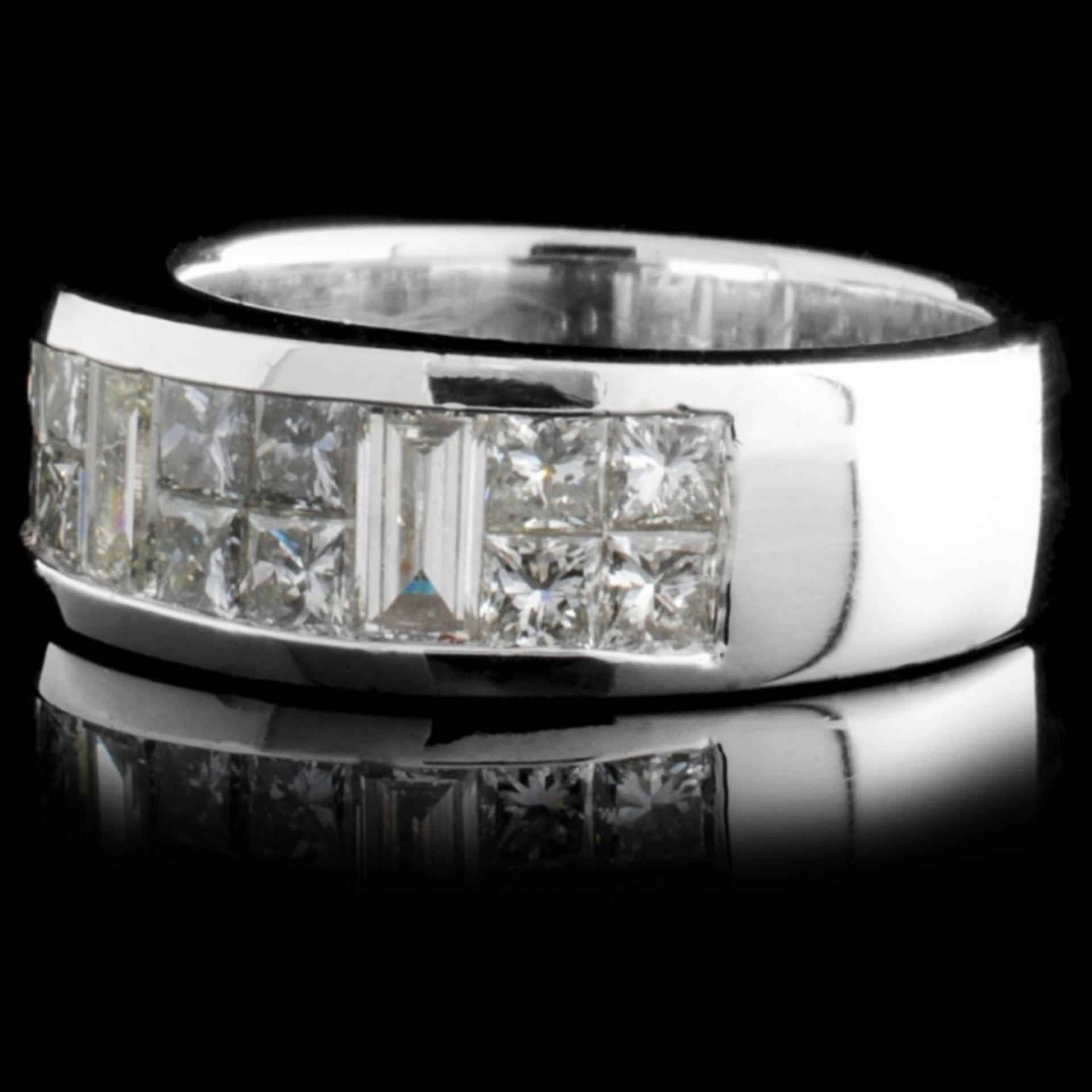 Solid Platinum 1.60ctw Diamond Ring - Image 2 of 3
