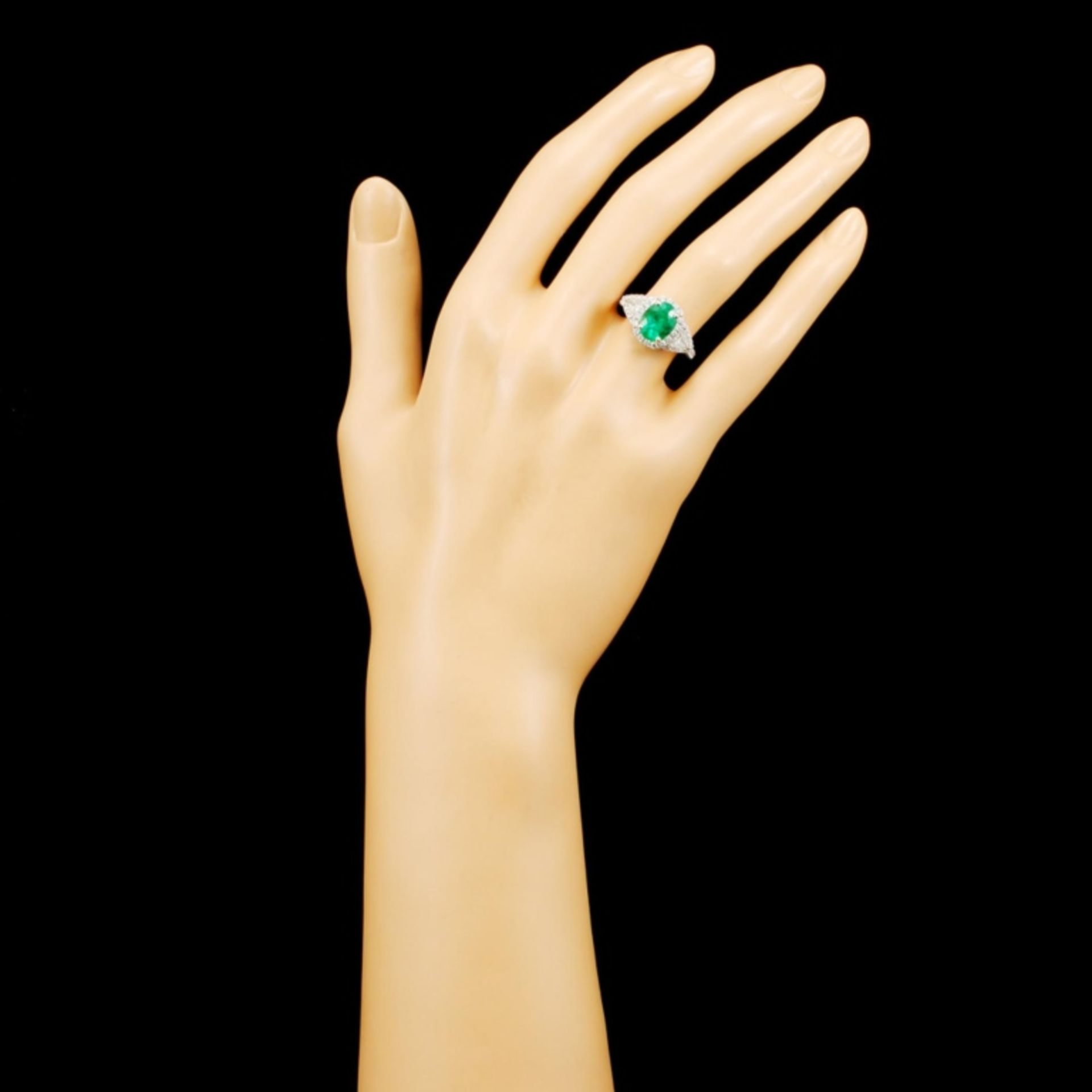 18K Gold 1.96ct Emerald & 0.95ctw Diamond Ring - Image 4 of 5