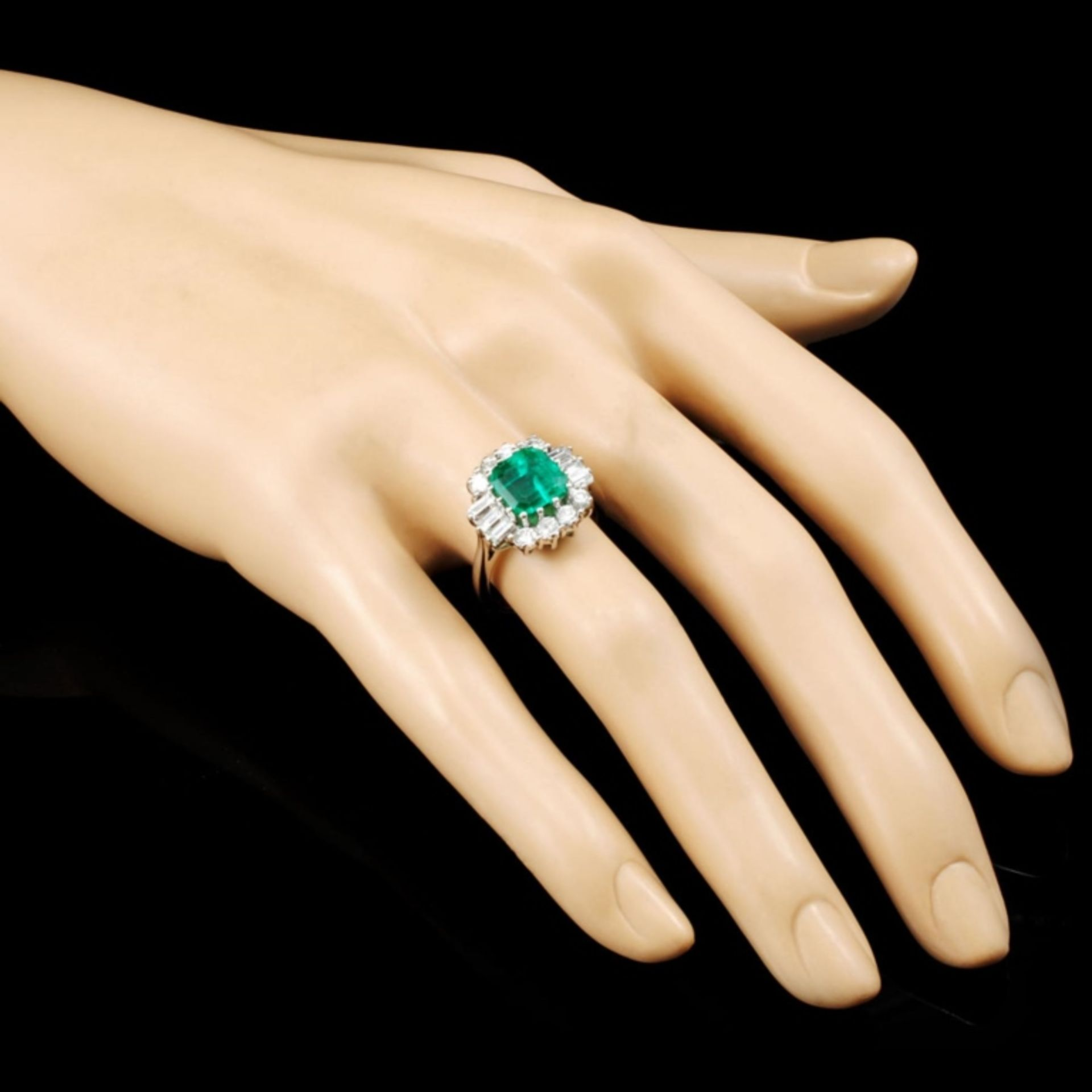 18K Gold 2.80ct Emerald & 1.00ctw Diamond Ring - Image 3 of 5