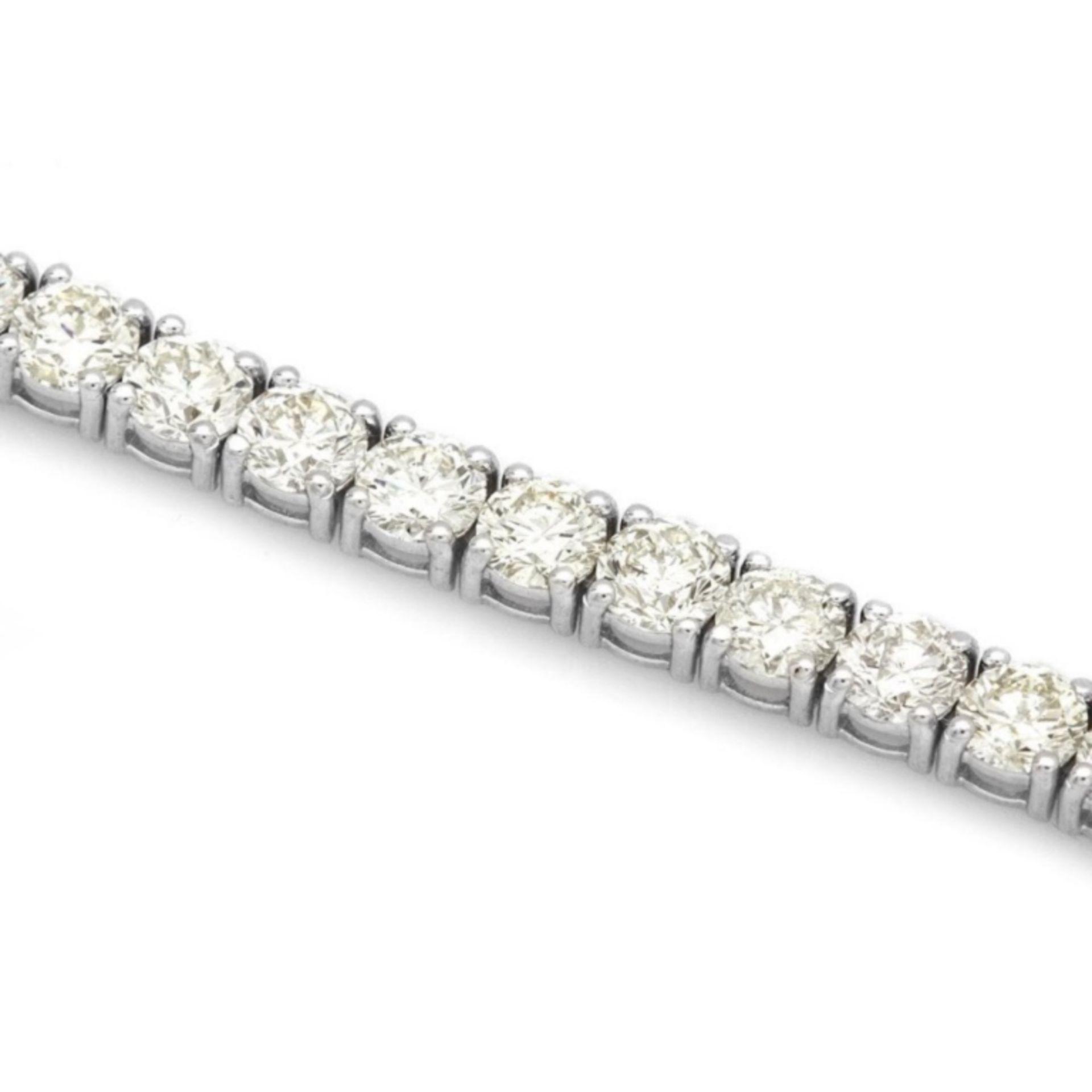 ^18k White Gold 12.00ct Diamond Tennis Bracelet - Image 3 of 4