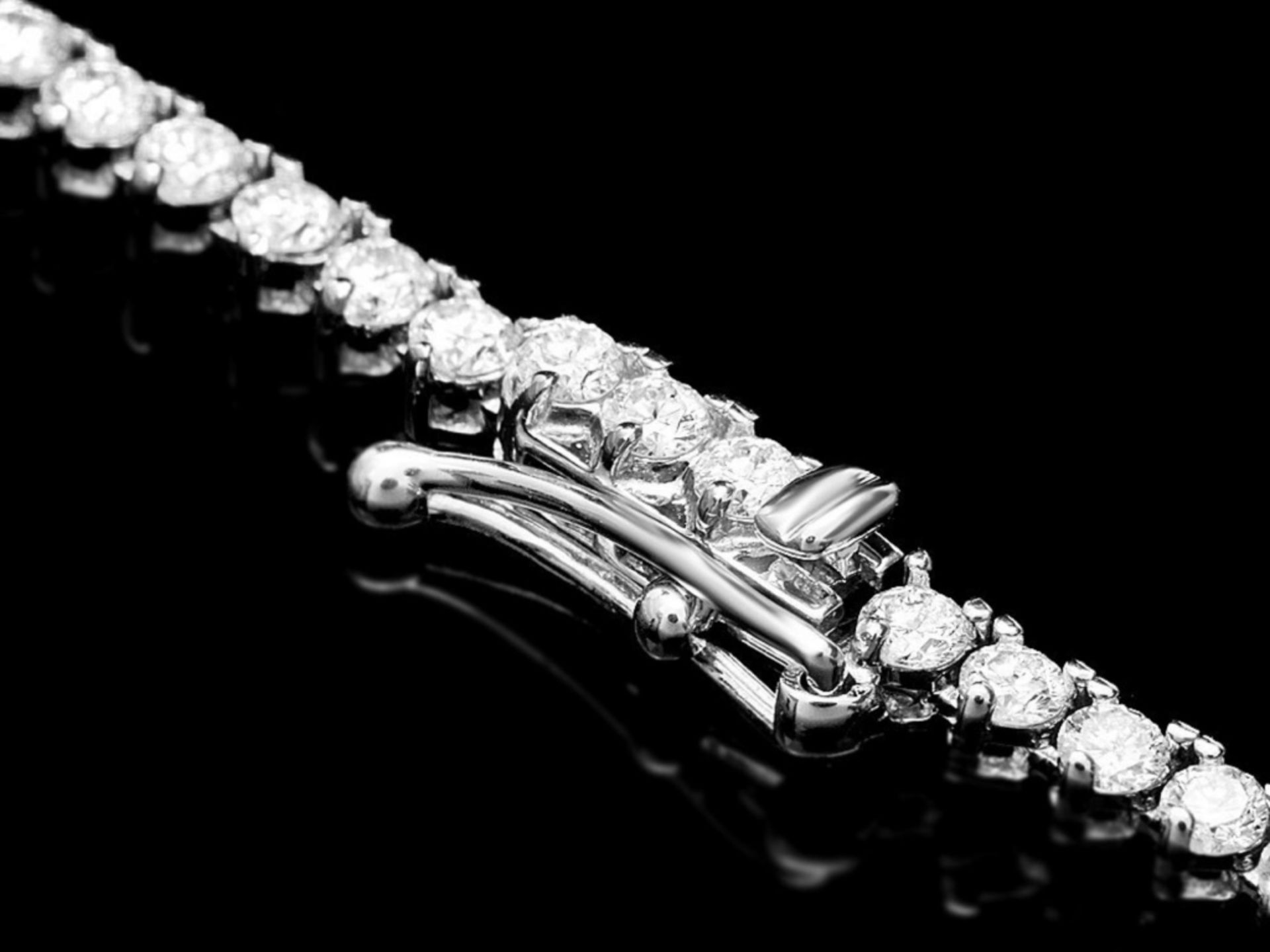 ^18k White Gold 6.80ct Diamond Necklace - Image 2 of 3