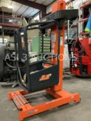 2016 JLG FT70 MAN LIFT MAX WEIGHT CAPACITY 330lbs WITH BATTERY & BATTERY CHARGER RUNS AND OPERATES