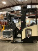 2008 CROWN ELECTRIC FORKLIFT MODEL RR5225-45 WITH SIDESHIFT, MAST APPROX MAX CAPACITY 4500LBS