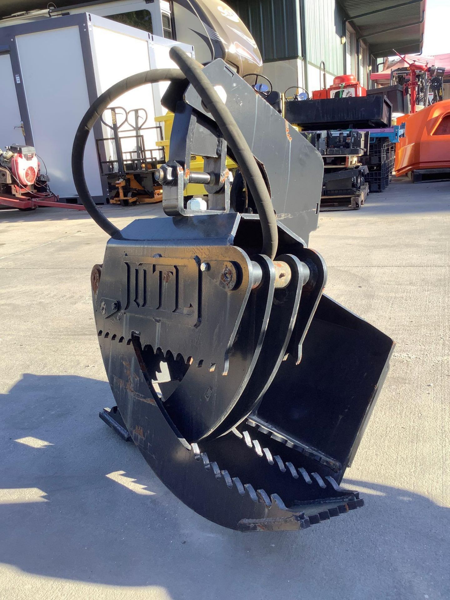 LOG GRAPPLE ATTACHMENT FOR SKID STEER/EQUIPMENT - Image 6 of 8