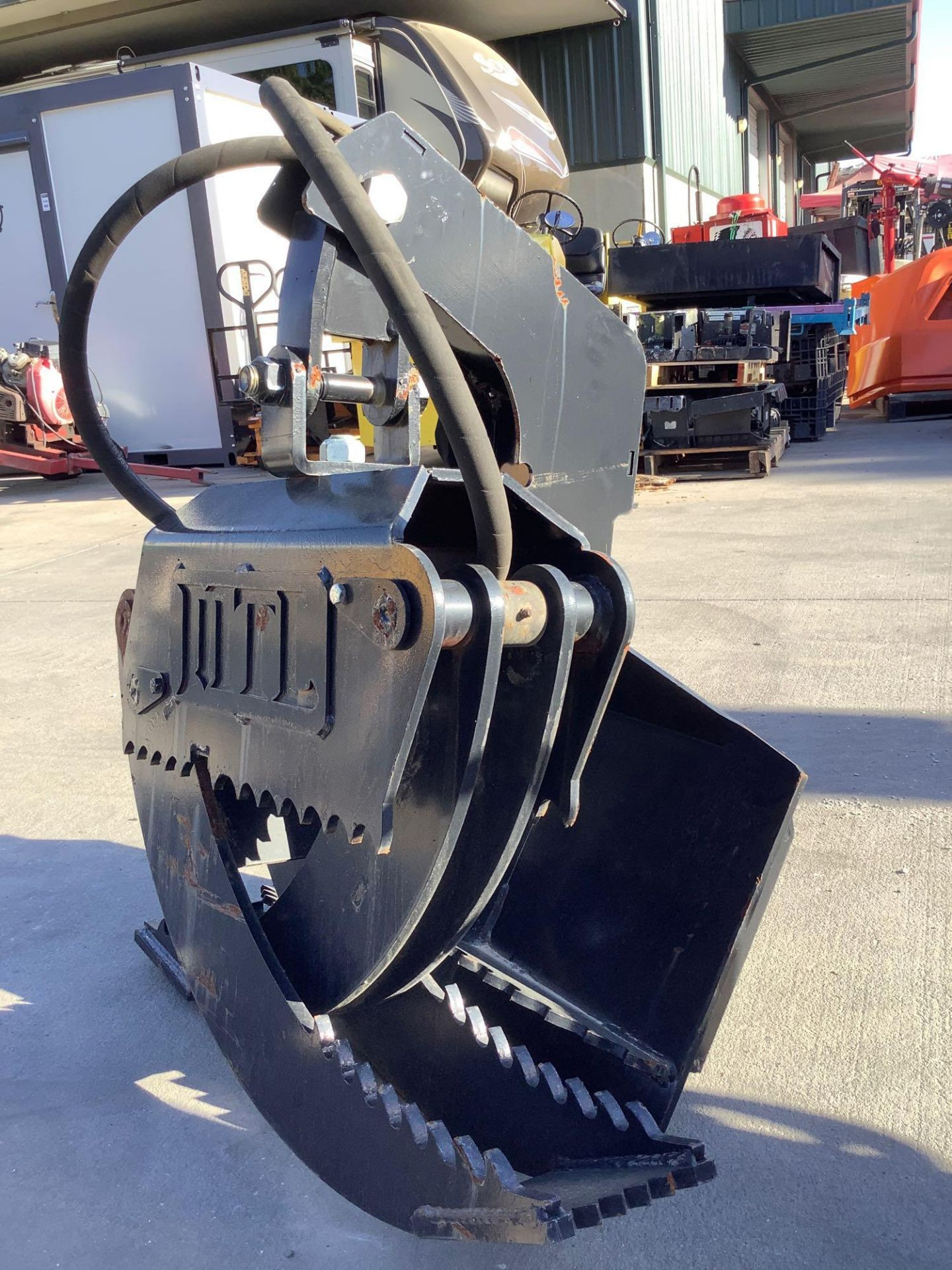 LOG GRAPPLE ATTACHMENT FOR SKID STEER/EQUIPMENT - Image 3 of 8