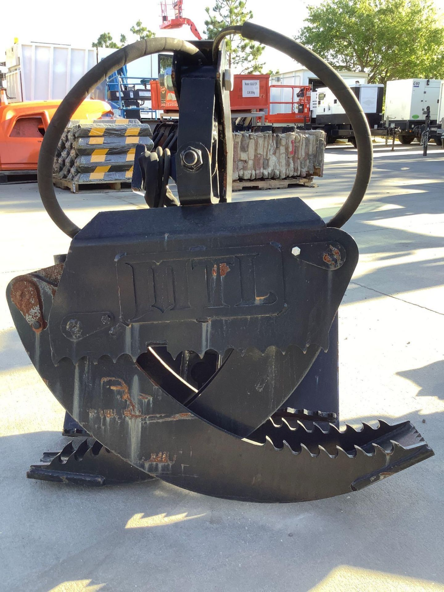 LOG GRAPPLE ATTACHMENT FOR SKID STEER/EQUIPMENT - Image 8 of 8