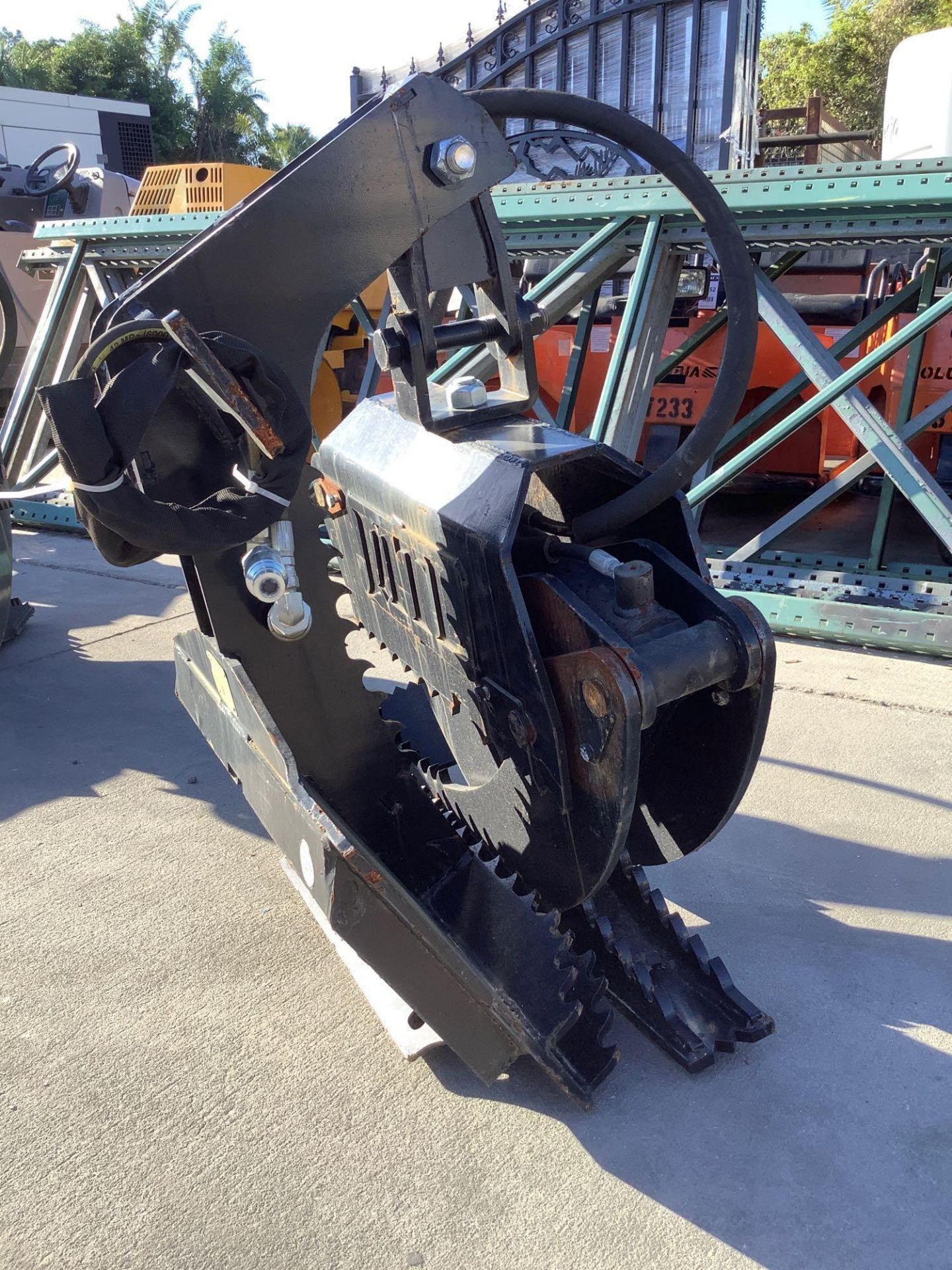 LOG GRAPPLE ATTACHMENT FOR SKID STEER/EQUIPMENT - Image 5 of 8