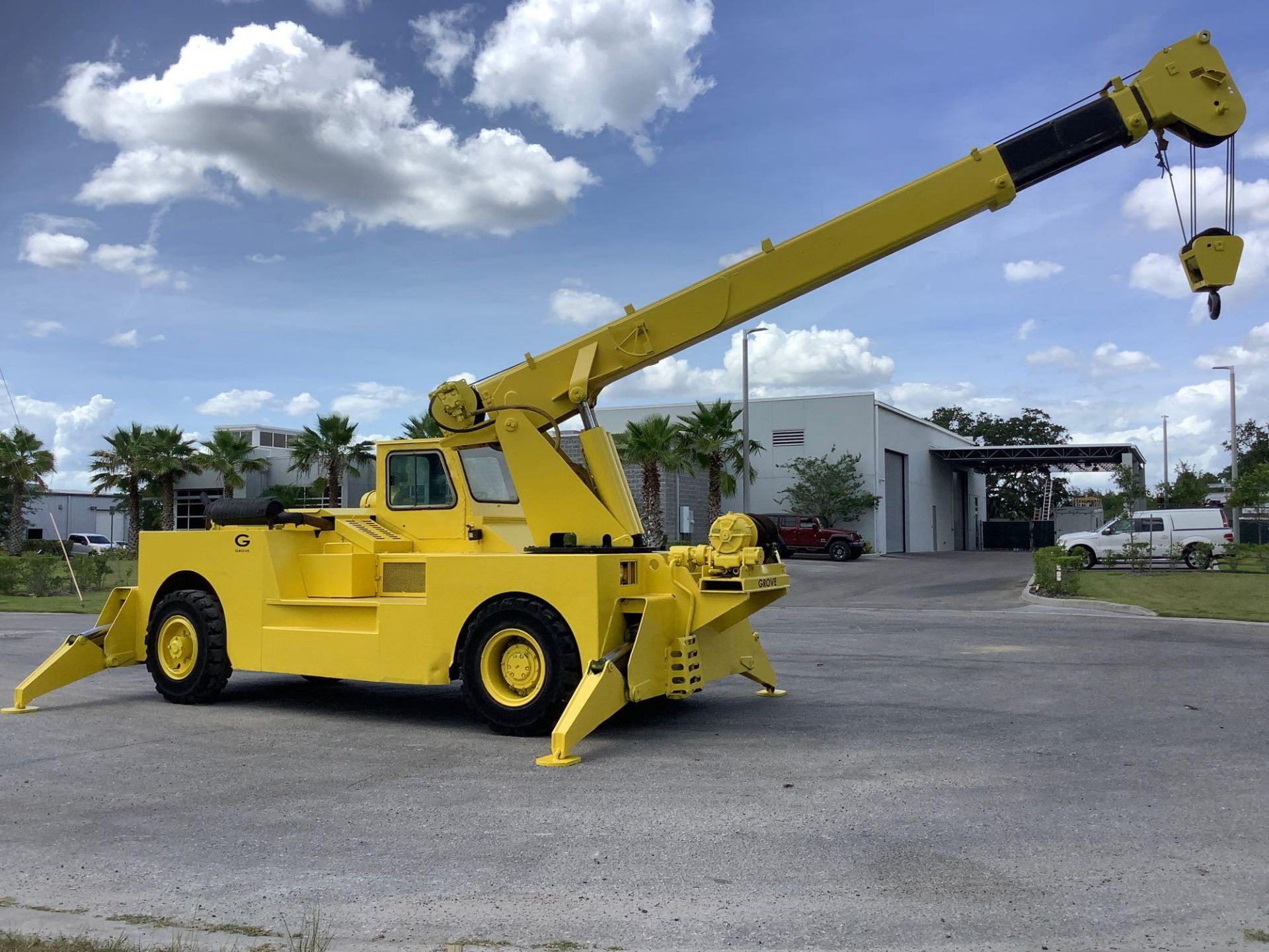 GROVE TRUCK CRANE MODEL IND1012, HYDRAULIC, TELESCOPIC, DIESEL,OUTRIGGER, RUNS AND OPERATES - Image 5 of 18