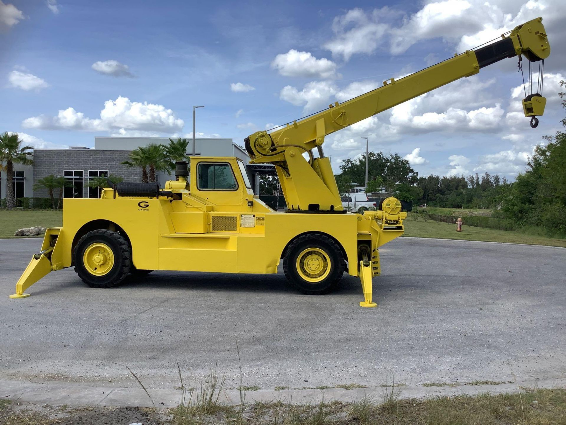 GROVE TRUCK CRANE MODEL IND1012, HYDRAULIC, TELESCOPIC, DIESEL,OUTRIGGER, RUNS AND OPERATES - Image 6 of 18