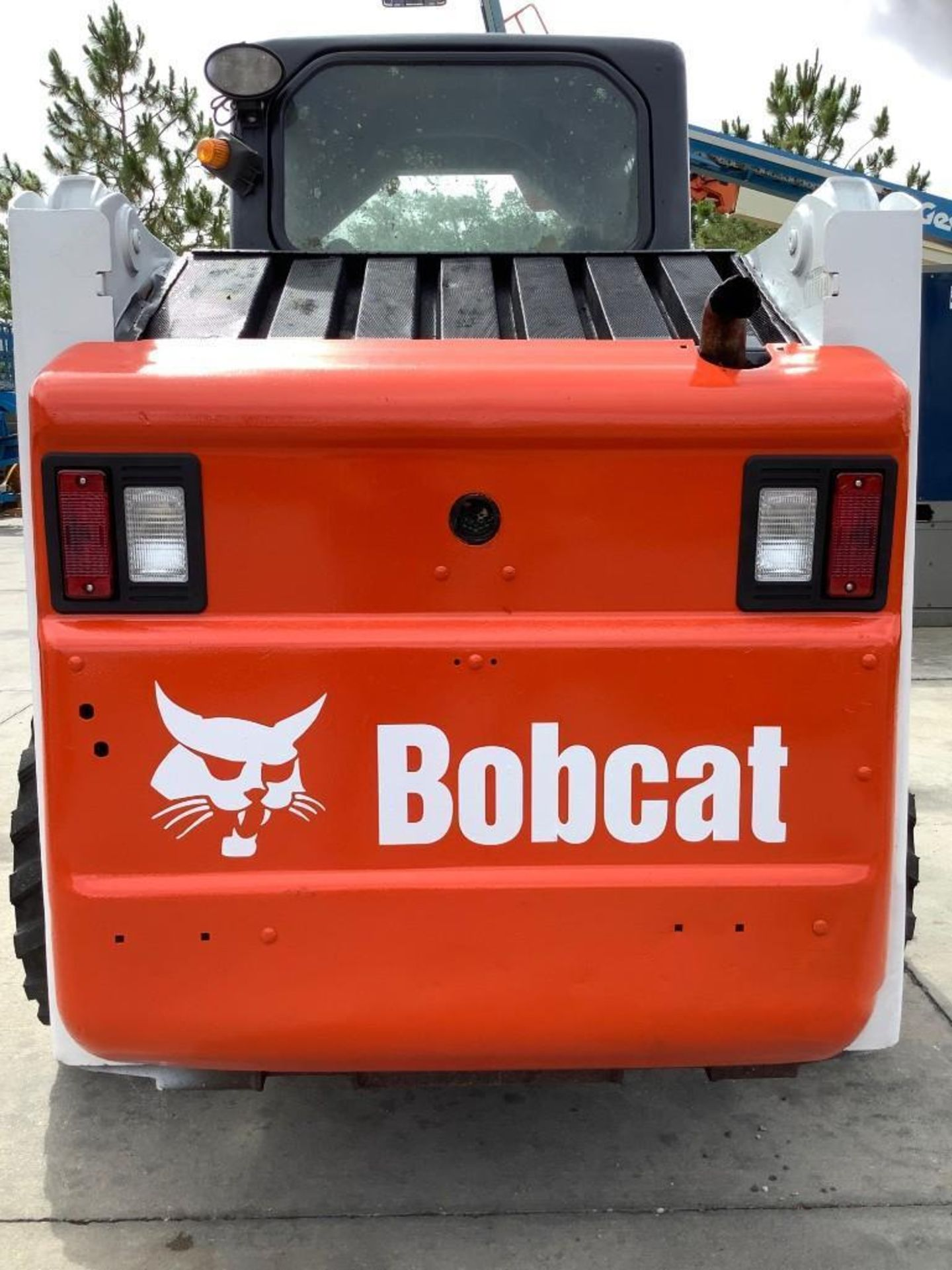 BOBCAT COMPACT SKIDSTEER MODEL S160, CATERPILLAR BUCKET WITH TOP CLAMP ATTACHMENT, DIESEL - Image 6 of 12