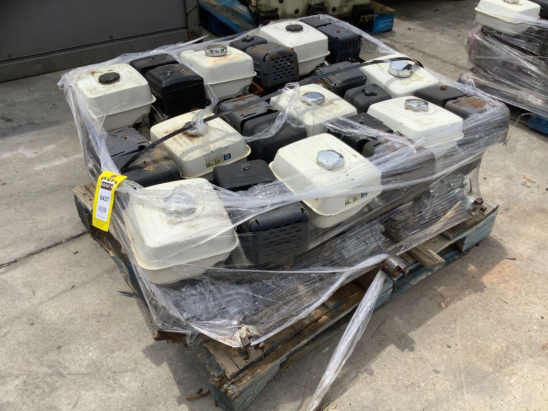 PALLET OF GAS HONDA GX 240 ENGINE , 8 HP, REMOVED FROM WORK SITE DOES RUN ALTHOUGH UNABLE TO GUARANT