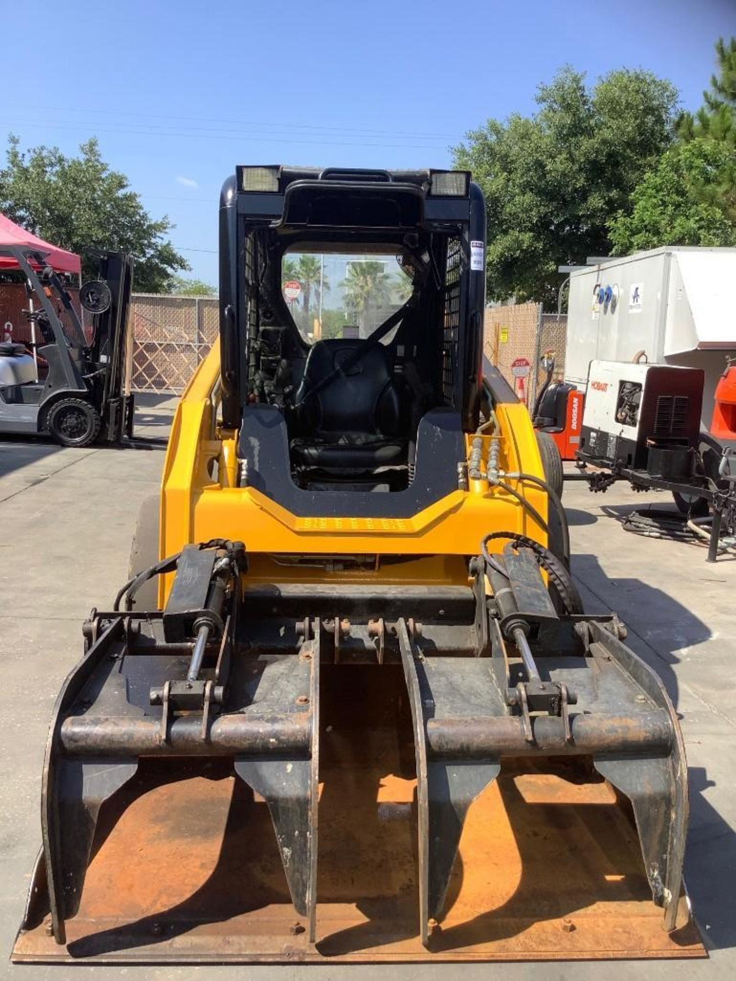 JOHN DEERE SKIDSTEER MODEL 315, DIESEL, GRAPPLE ATTACHMENT, SOLID TIRES, AUX HYDRAULIC, ENCLOSED CAB - Image 8 of 15