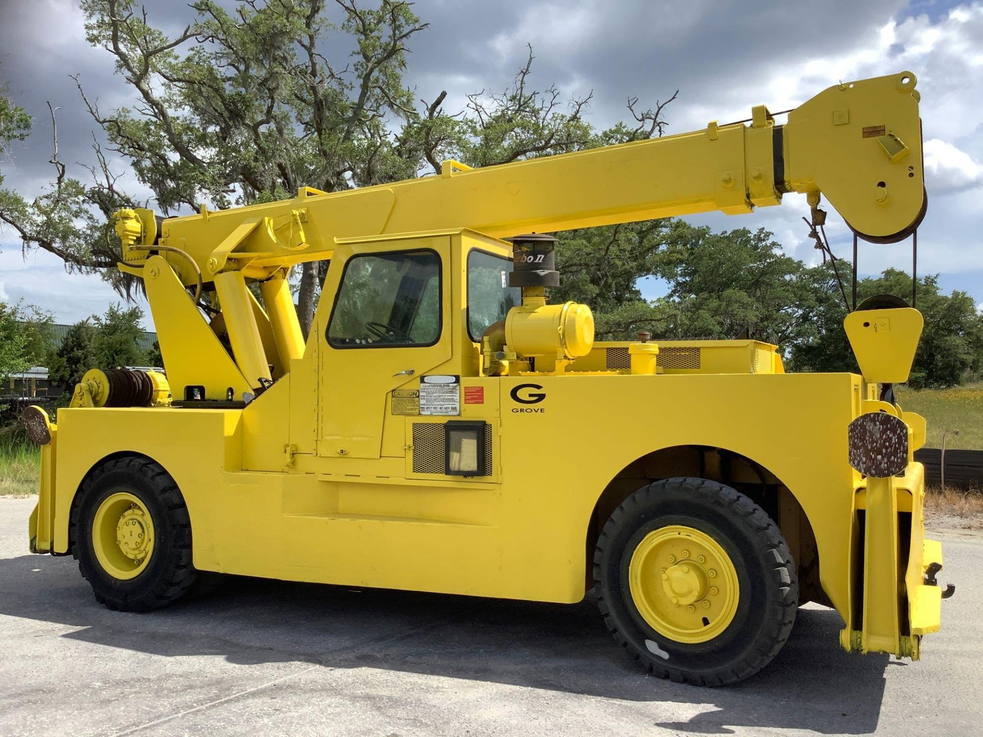 GROVE TRUCK CRANE MODEL IND1012, HYDRAULIC, TELESCOPIC, DIESEL,OUTRIGGER, RUNS AND OPERATES - Image 9 of 18