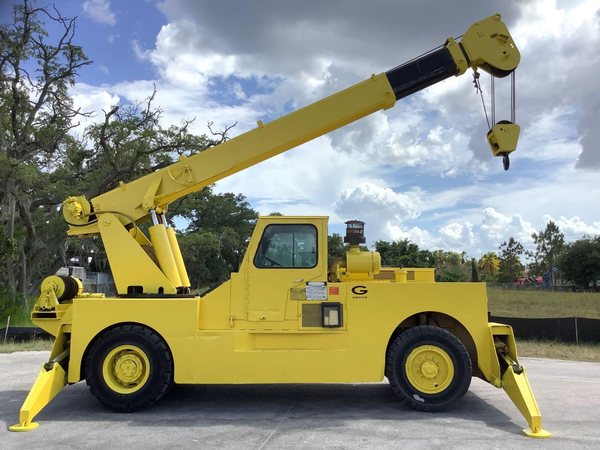 GROVE TRUCK CRANE MODEL IND1012, HYDRAULIC, TELESCOPIC, DIESEL,OUTRIGGER, RUNS AND OPERATES - Image 2 of 18