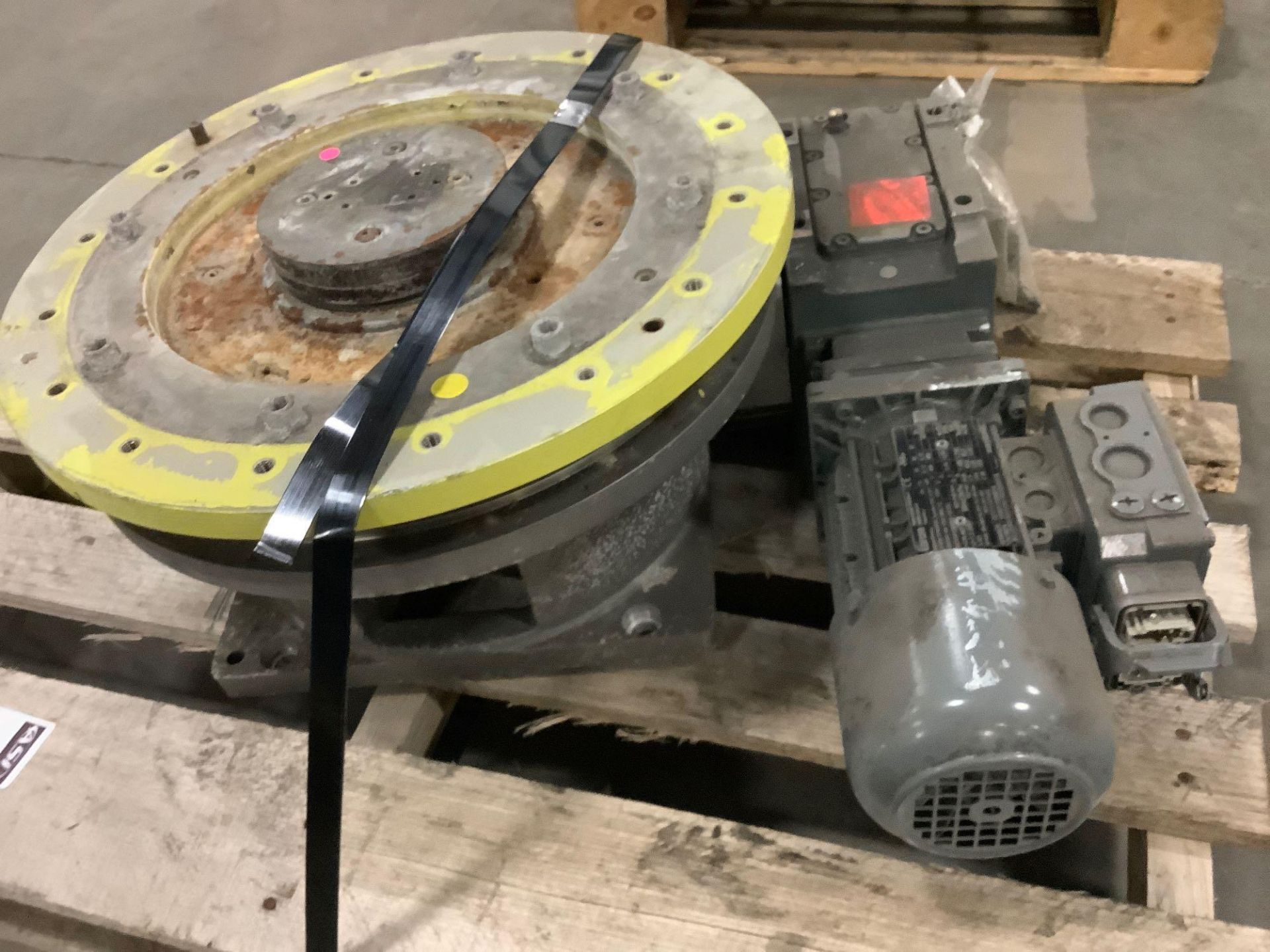 2013 LENZE FIBROTOR 150410-9-152-03-0-0-3 ROTARY TABLE MOTOR WITH MANUAL ATTACHED ( 5363 )