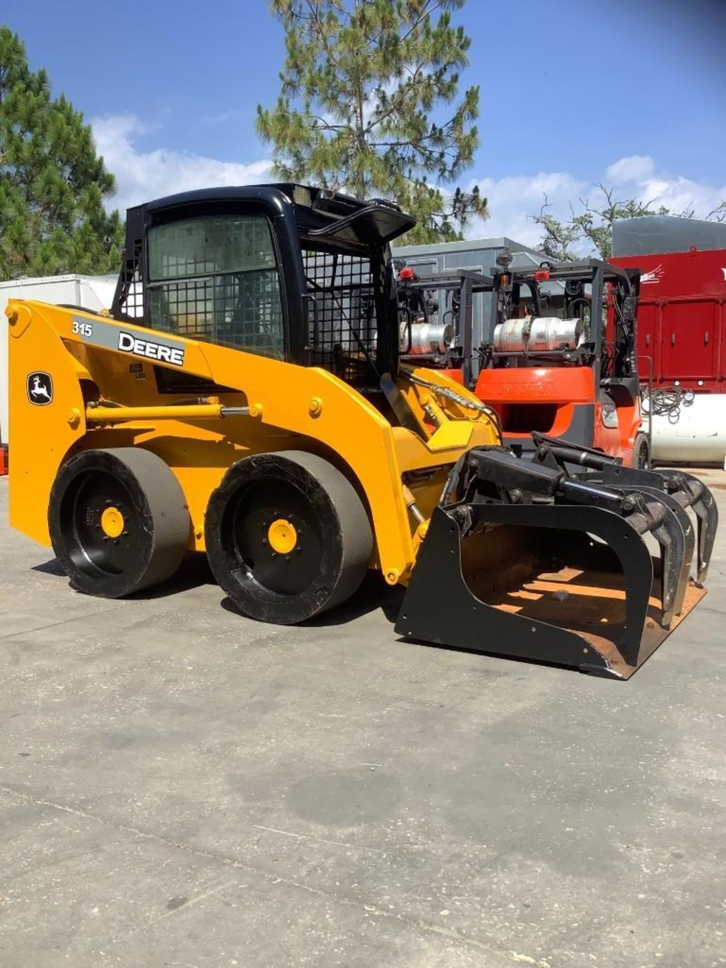 JOHN DEERE SKIDSTEER MODEL 315, DIESEL, GRAPPLE ATTACHMENT, SOLID TIRES, AUX HYDRAULIC, ENCLOSED CAB