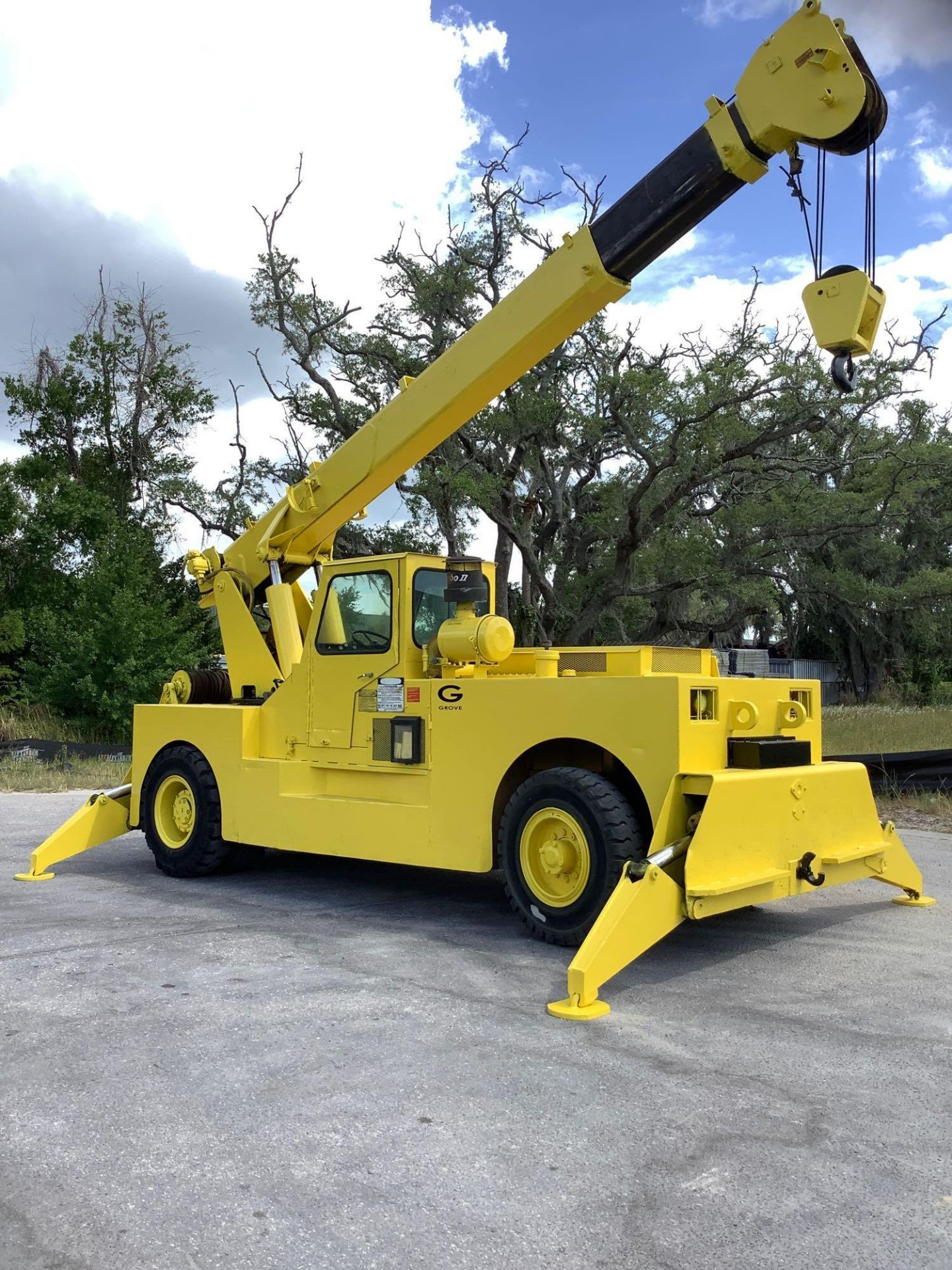 GROVE TRUCK CRANE MODEL IND1012, HYDRAULIC, TELESCOPIC, DIESEL,OUTRIGGER, RUNS AND OPERATES
