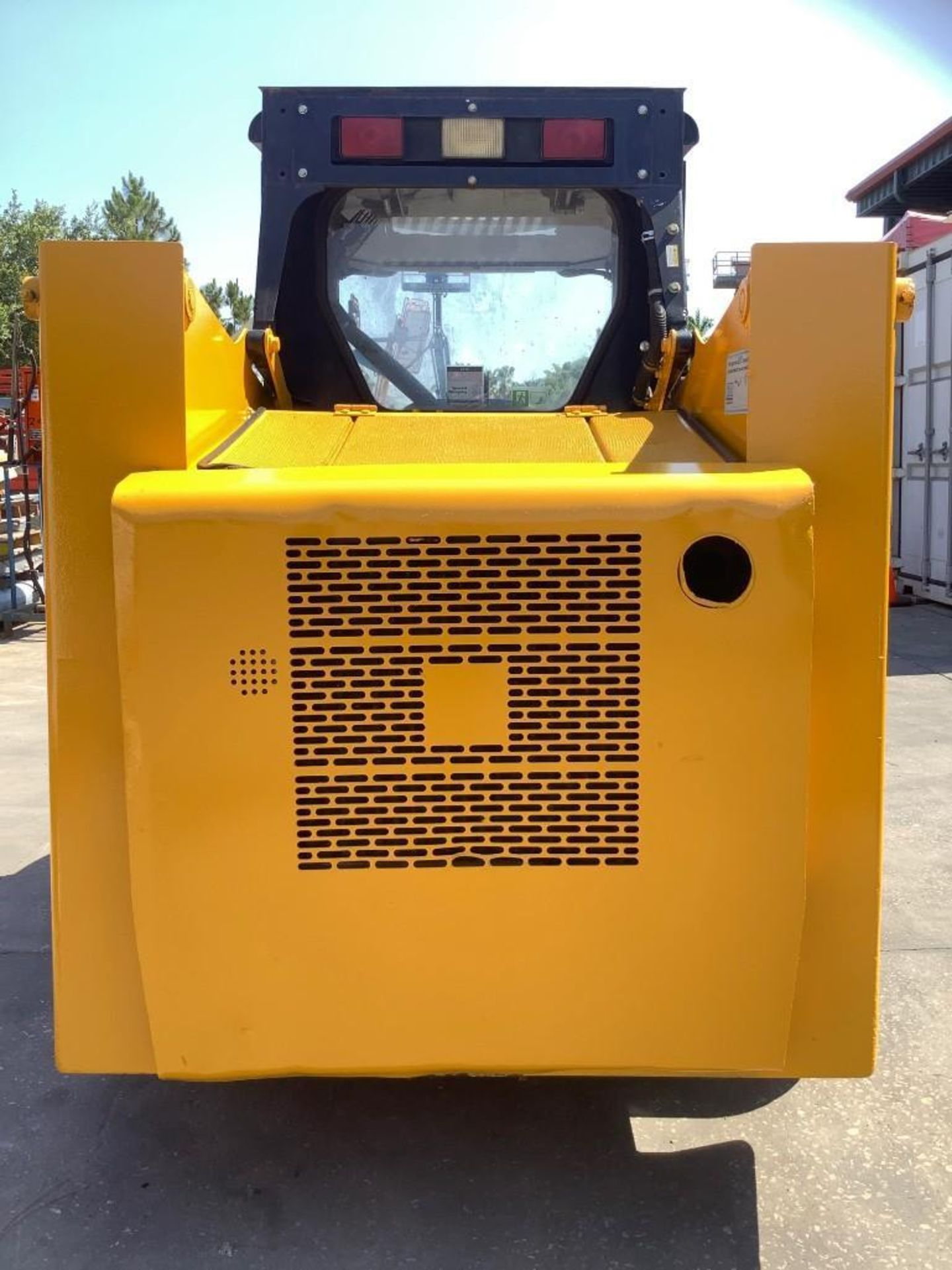 JOHN DEERE SKIDSTEER MODEL 315, DIESEL, GRAPPLE ATTACHMENT, SOLID TIRES, AUX HYDRAULIC, ENCLOSED CAB - Image 5 of 15