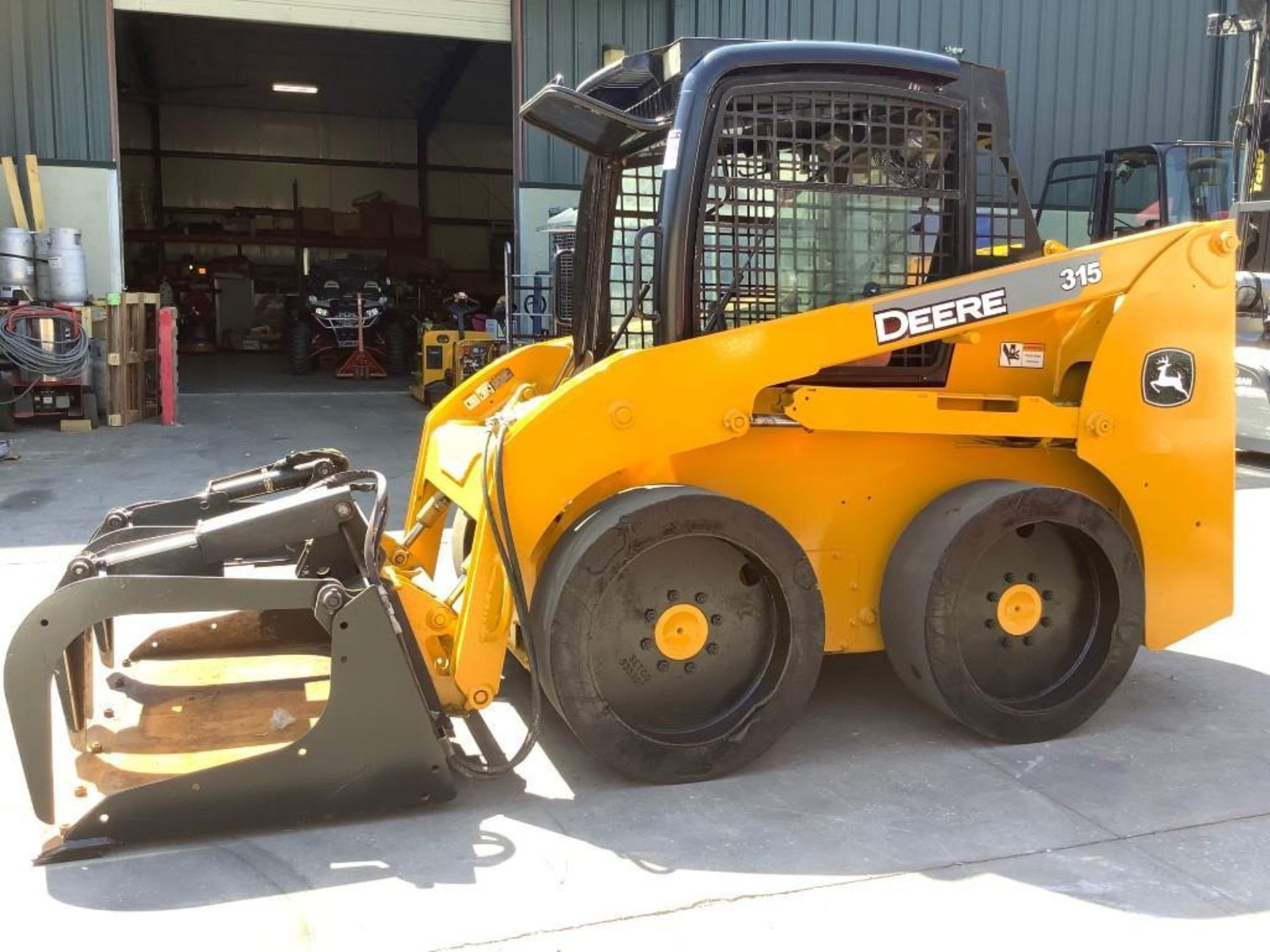 JOHN DEERE SKIDSTEER MODEL 315, DIESEL, GRAPPLE ATTACHMENT, SOLID TIRES, AUX HYDRAULIC, ENCLOSED CAB - Image 7 of 15