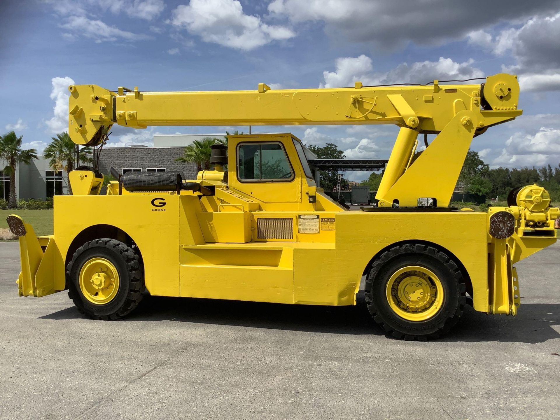 GROVE TRUCK CRANE MODEL IND1012, HYDRAULIC, TELESCOPIC, DIESEL,OUTRIGGER, RUNS AND OPERATES - Image 11 of 18
