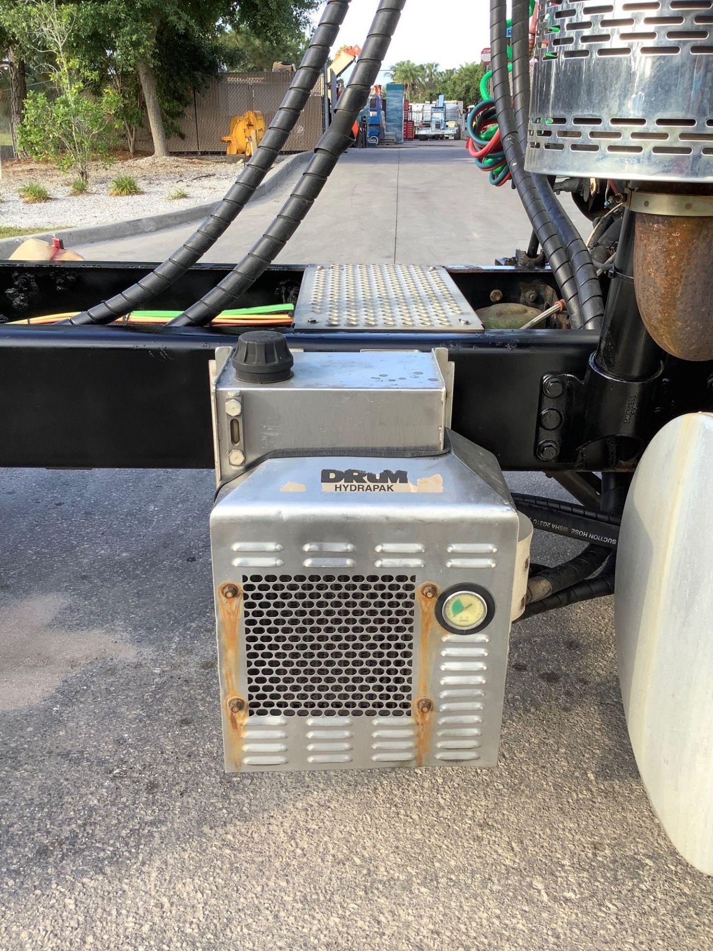 2013 INTERNATIONAL 8600,TRANSTAR ADVANCED DIESEL POWER, WET PACK HYDRAULICS , PANASONIC CD RADIO - Image 14 of 24