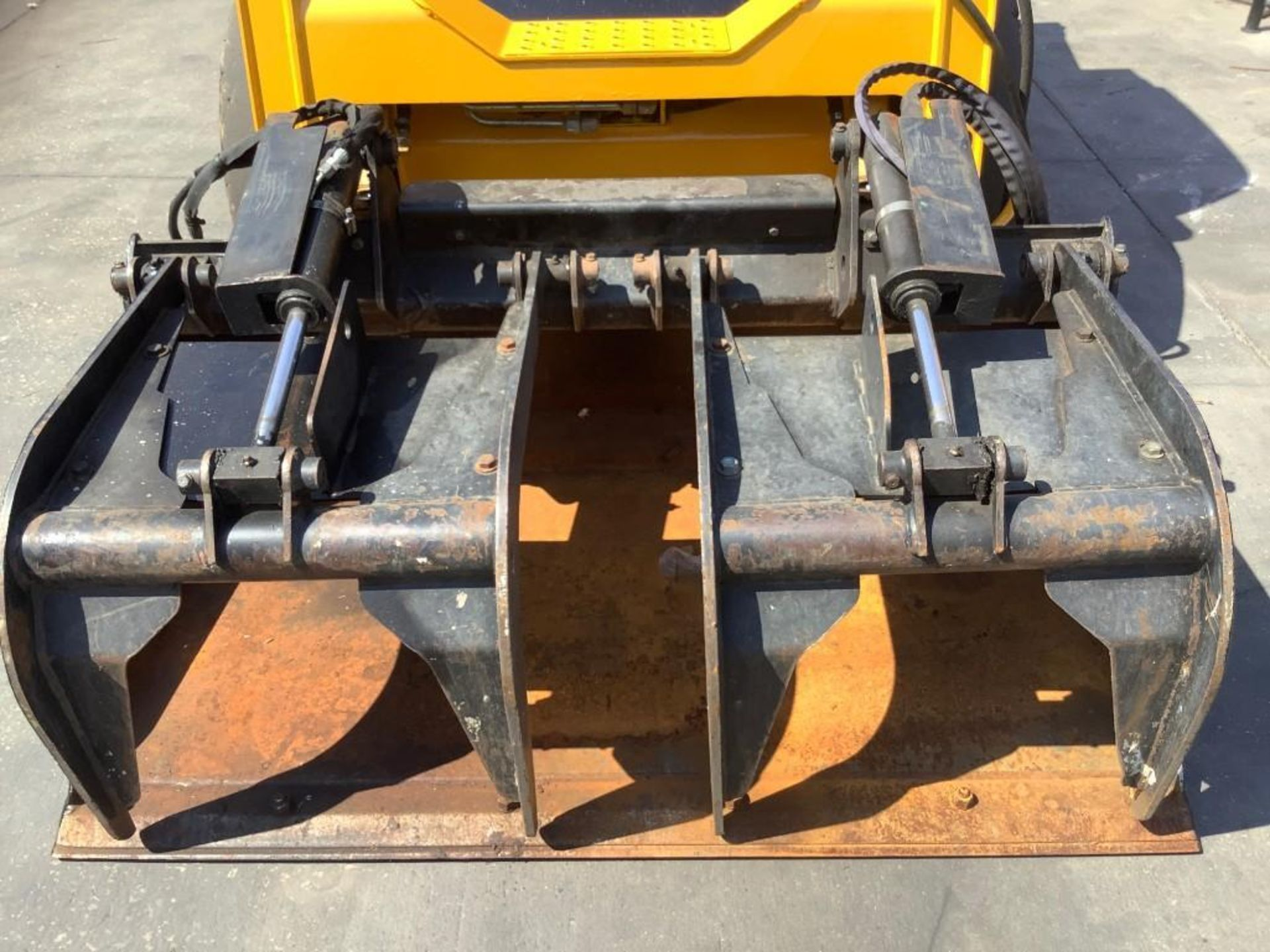 JOHN DEERE SKIDSTEER MODEL 315, DIESEL, GRAPPLE ATTACHMENT, SOLID TIRES, AUX HYDRAULIC, ENCLOSED CAB - Image 9 of 15