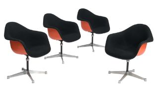 A set of four Eames PAC swivel armchairs, by Herman Miller, H 77,5 cm