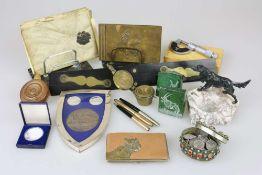 Konvolut Schreibtischgarnitur/ Messinstrumente/ Münzen usw., ca. 15 Stück, überwiegend 20. Jh.