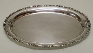 Tablett, Silber 800, oval, Fahne und Rand mit reliefiertem Rosendekor, glatter Spiegel, 33 x 24.5 c