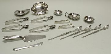 Teesieb, 2 Schälchen, Silber 835/925, 1x Monogramm, ca. ø 6.8-8.5 cm, 12.5 x 9.5 cm (gedellt), zu