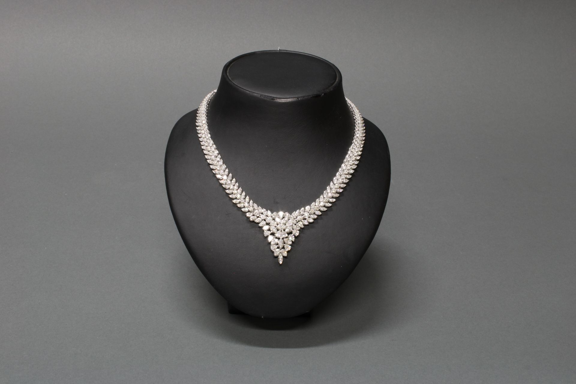 Collier, Atelier J.P. CAM, Fine Jewelery, Hongkong, WG 750, ca. 19.05 ct. - Bild 2 aus 4