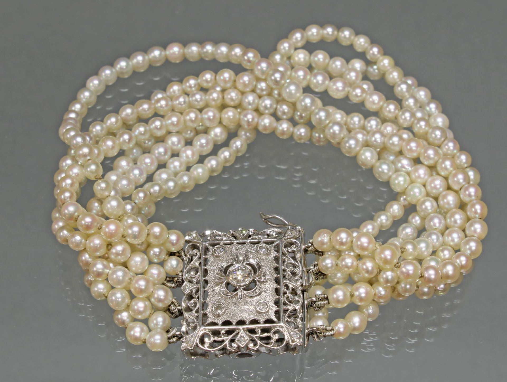 Perlarmband, achtreihig, ca. 350 Akoya-Zuchtperlen ø ca. 3.5 mm, Schließe WG 750, á jour gearbei