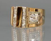 Ring, 1960er Jahre, RG 750, 1 Diamant ca. 1.30 ct., etwa tcr/vs1, Altschliff, 11 Diamanten zus. ca.