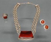 3 Teile Silberschmuck, Silber 925: Kette, 2 massive Strängem Mittelteil mit in Silber gefasster po