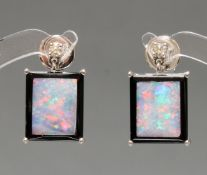 Paar Ohrstecker, Art Deco-Stil, WG 750, Opal/Onyx, Brillanten zus. ca. 0.10 ct., etwa tcr/si, 5 g