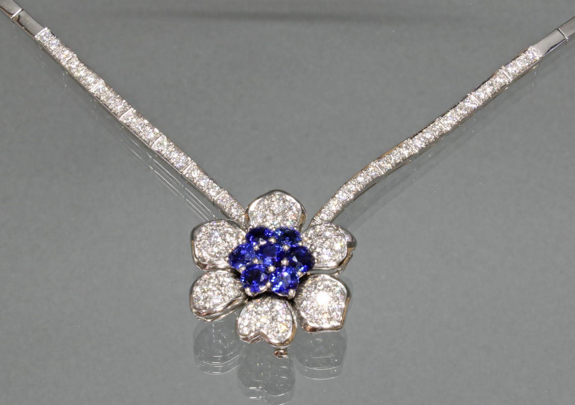 Collier, 'Blüten'-Mittelteil auch als Brosche zu tragen, Collier, WG 750, 54 Brillanten zus. ca. 1