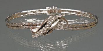 Armband, WG 585, mattierte strukturierte Oberfläche, Mittelteil hochglänzend, 10 Brillanten zus.