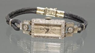 Damenarmbanduhr, Art Deco, um 1920/30, Platin, Diamanten und Diamantbaguettes zus. ca. 3.50 ct., si